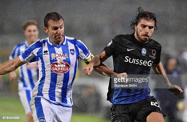Hugo Campagnaro of Pescara Calcio and Alberto Paloschi of Atalanta BC in action during the Serie A match between Pescara Calcio and Atalanta BC at...
