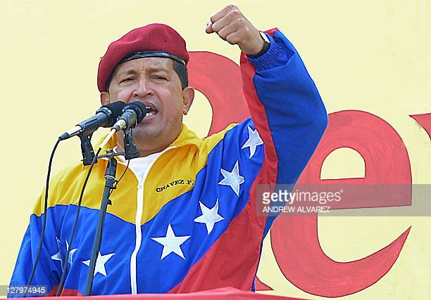 Hugo Chavez president of Venezuela speaks at the Palacio Presidencial in Caracas 23 January 2002 Hugo Chavez presidente de Venezuela pronuncia un...
