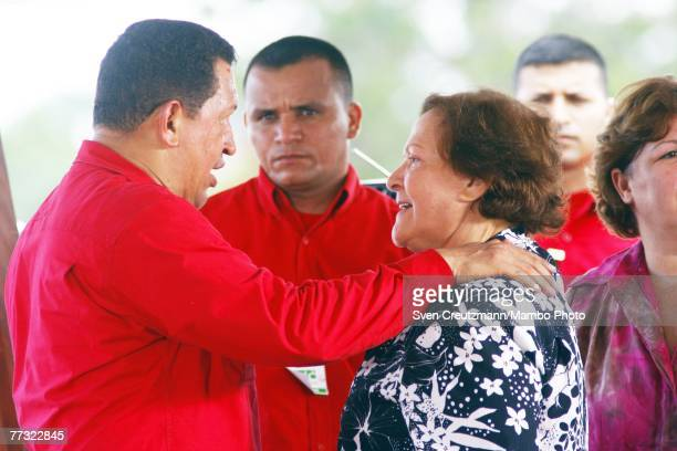 Hugo Chavez President of Venezuela welcomes Aleida March widow of Che Guevara during the Chavez program 'Alo Presidente' October 14 2007 in Santa...