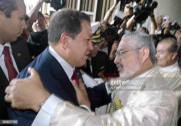 Hugo Chavez , presidente de Venezuela, es recibido por Diego Monroy, Abad de la Basilica de Guadalupe, en Ciudad de Mexico el 27 de mayo de 2004....