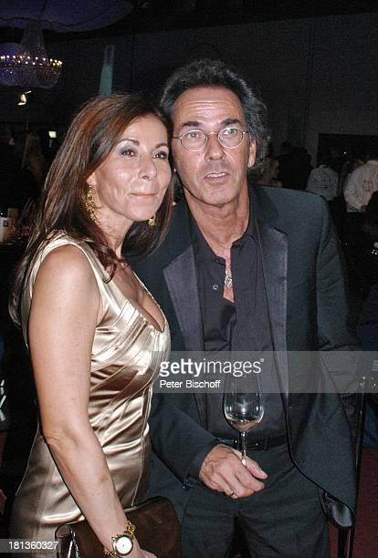 """Hugo Egon Balder, Ehefrau Meral Canan, ARD-Gala """"Deutscher Fernsehpreis 2006"""", Köln, Deutschland, , Prod.-Nr.: 1506/2006, """"Coloneum"""", Dekollete,..."""