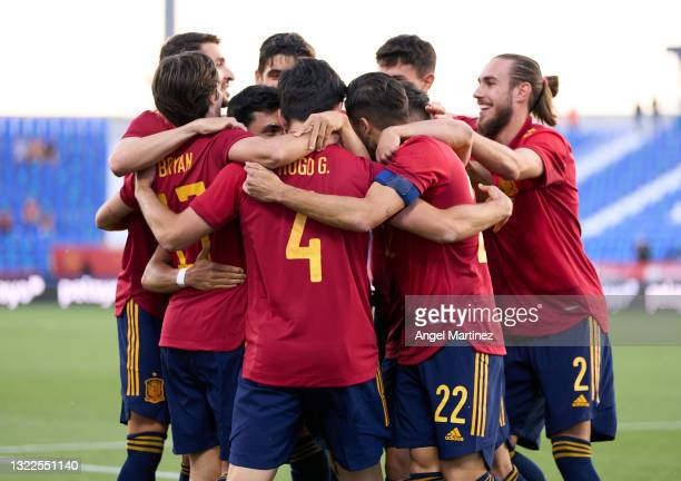 Hugo Guillamon of Spain U21 celebrates with team mates after scoring the opening goal during the international friendly match between Spain U21 and...