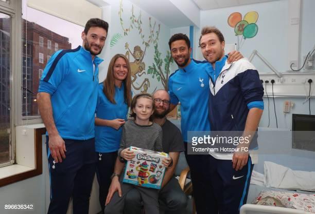 Hugo Lloris Jenna Schillaci Mousa Dembele and Christian Eriksen meet young patient Ellis during a Tottenham Hotspur player visit at Whittington...