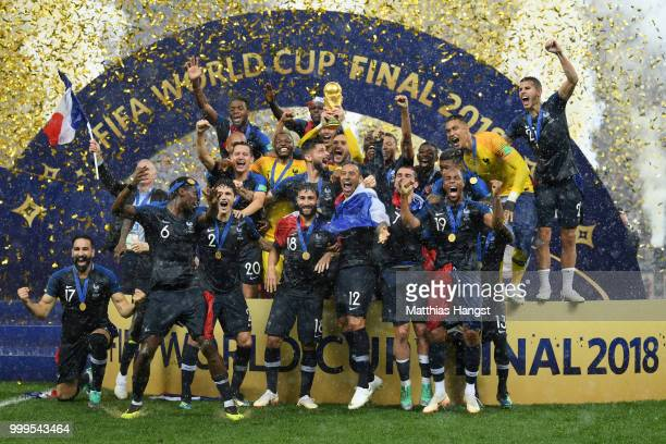 be4a14d39 Hugo Lloris of France lifts the World Cup trophy to celebrate with his  teammates after the