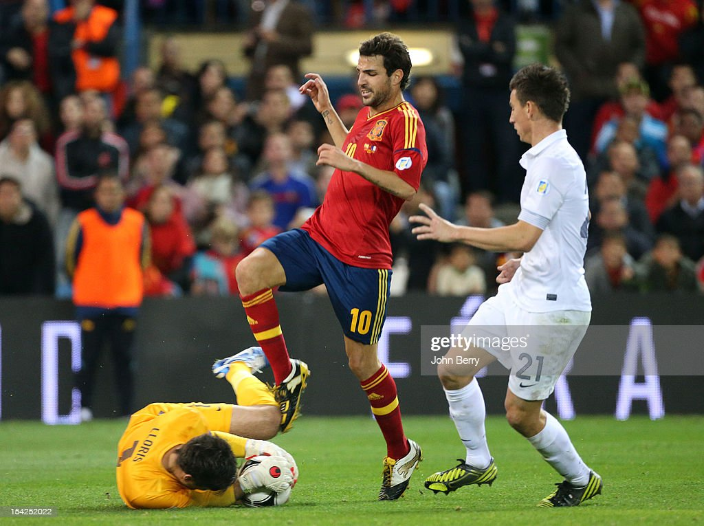 Hugo Lloris of France saves the ball in front of Cesc Fabregas of Spain and Laurent Koscielny of France during the FIFA 2014 World Cup Qualifier between Spain and France at the Vicente Calderon Stadium on October 16, 2012 in Madrid, Spain.