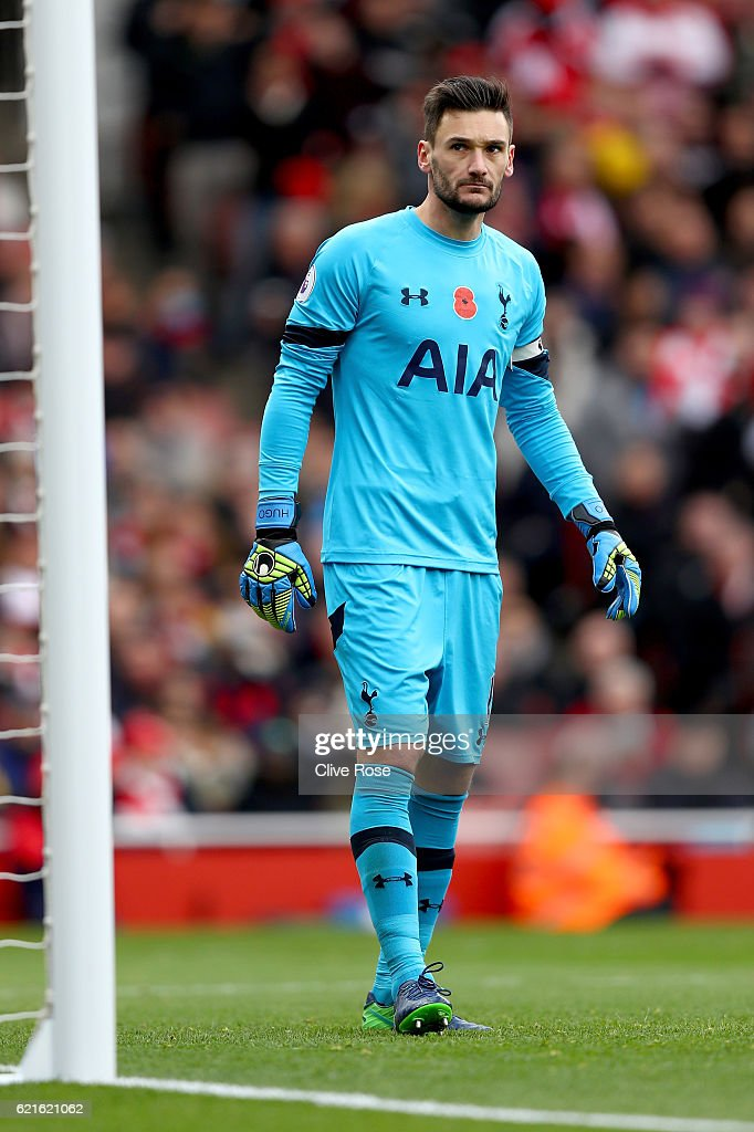 Hugo Lloris of Tottenham Hotspur during the Premier League match between Arsenal and Tottenham Hotspur at Emirates Stadium on November 6, 2016 in London, England.