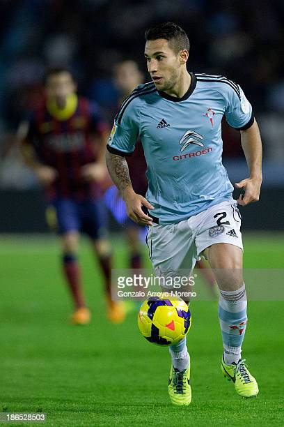 Hugo Mallo of RC Celta de Vigo controls the ball during the La Liga match between RC Celta de Vigo and FC Barcelona at Estadio Balaidos on October 29...