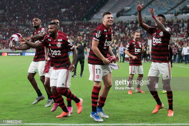 Hugo Moura of Flamengo celebrates with teammates the victory in a penalty shootout after a match between Flamengo and Emelec as part of Copa CONMEBOL...