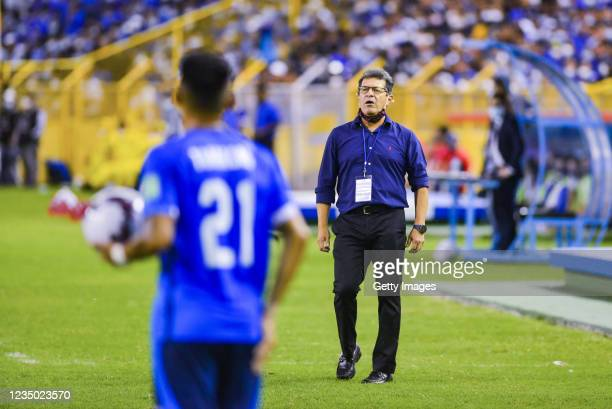 Hugo Perez Head Coach of El Salvador gives instructions during a match between El Salvador and United State as part of the CONCACAF Qualifiers for...