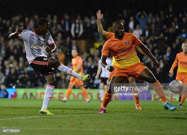Hugo Rodallega of Fulham scores his goal during the Sky Bet Championship match between Fulham and Charlton Athletic at Craven Cottage on October 24...