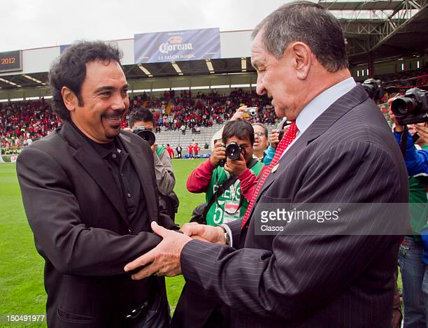 Hugo Sanchez head coach of Pachuca greets Enrique Meza head coach of Toluca during a match between Toluca and Pachuca as part of the Torneo Apertura...