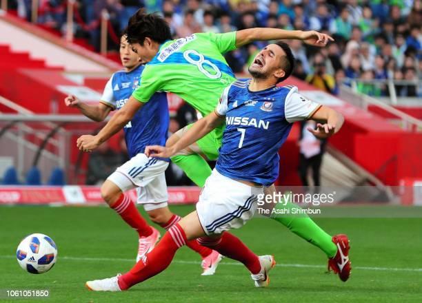 Hugo Vieira of Yokohama F.Marinos and Kazunari Ono of Shonan Bellmare compete for the ball during the J.League Levain Cup final between Shonan...