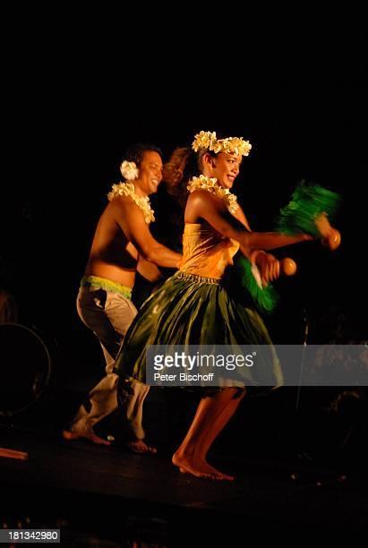 Hula Gruppe Lu'au Kauai Hawaiian Island Insel SüdPazifik Auftritt Bühne Tanz tanzen Vorführung Aufführung Gewand Blüte BlütenSchmuck Tänzerin Tänzer...