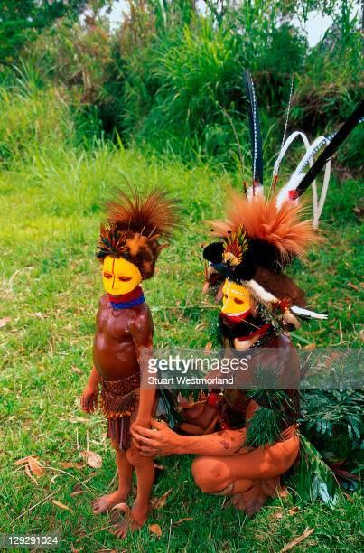 huli wigmen, tari highland, papua new guinea - tari stock pictures, royalty-free photos & images
