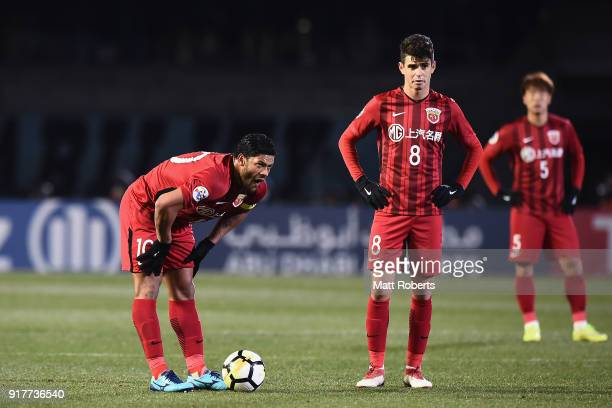 Hulk and Oscar of Shanghai SIPG prepare to take a free kick during the AFC Champions League Group F match between Kawasaki Frontale and Shanghai SIPG...