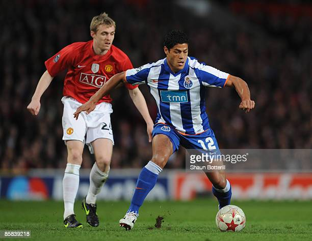 Hulk of FC Porto controls the ball under pressure from Darren Fletcher of Manchester United during the UEFA Champions League Quarter Final First Leg...