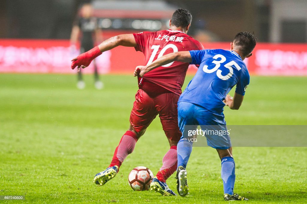 Hulk #10 of Shanghai SIPG and Li Tixiang #35 of Guangzhou Fuli compete for the ball during the 13th round match of 2017 Chinese Football Association Super League (CSL) between Guangzhou Fuli and Shanghai SIPG at Yuexiushan Stadium on June 18, 2017 in Guangzhou, Guangdong Province of China.