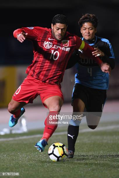 Hulk of Shanghai SIPG and Yoshito Okubo of Kawasaki Frontale compete for the ball during the AFC Champions League Group F match between Kawasaki...