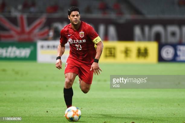 Hulk of Shanghai SIPG drives the ball during the AFC Champions League Round of 16 1st Leg match between Shanghai SIPG and Jeonbuk Hyundai Motors at...
