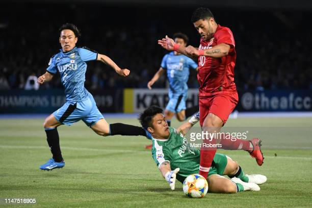 Hulk of Shanghai SIPG FC of Shanghai SIPG FC kicks a goal during the AFC Champions League Group H match between Kawasaki Frontale and Shanghai SIPG...
