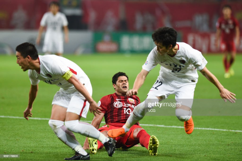 Hulk #10 of Shanghai SIPG is challenged by Kashima Antlers players during the AFC Champions League Round of 16 second leg match between Shanghai SIPG and Kashima Antlers at Shanghai Stadium on May 16, 2018 in Shanghai, China.