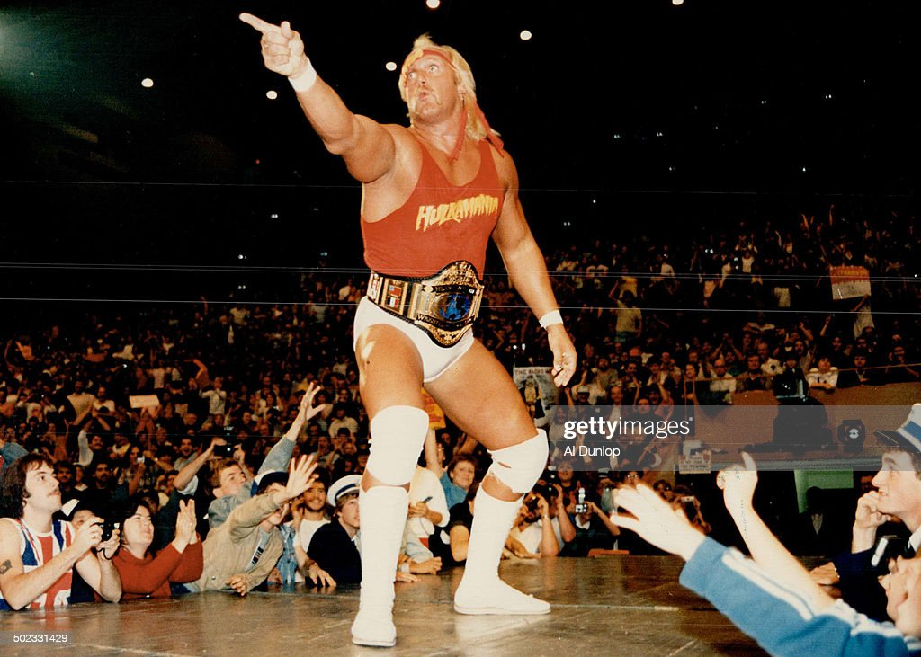 Hulking defiance: Hulk Hogan; all 6-foot-7 inches and 307 pounds of him; stands before his adoring a : Foto jornalística