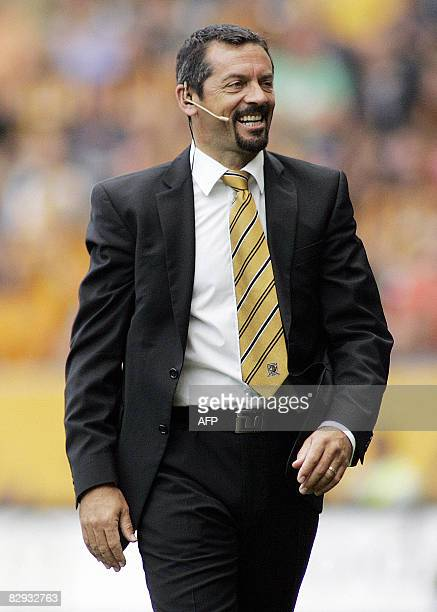 Hull City Manager Phil Brown is pictured during a Premiership game against Everton at The KC Stadium in Hull, on September 21, 2008. AFP PHOTO/CRAIG...