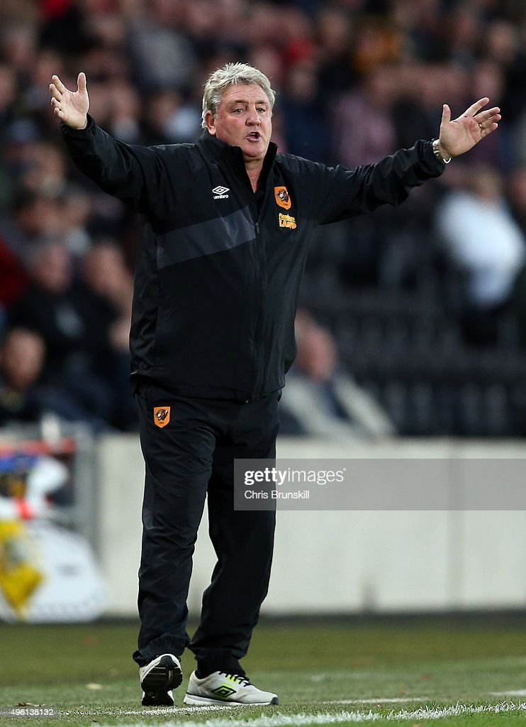 Hull City manager Steve Bruce gestures from the touchline during the Sky Bet Championship match between Hull City and Middlesbrough at the KC Stadium on November 7, 2015 in Hull, England.