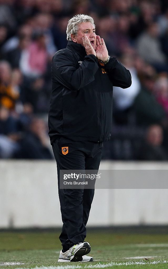 Hull City manager Steve Bruce shouts instructions from the touchline during the Sky Bet Championship match between Hull City and Middlesbrough at the KC Stadium on November 7, 2015 in Hull, England.