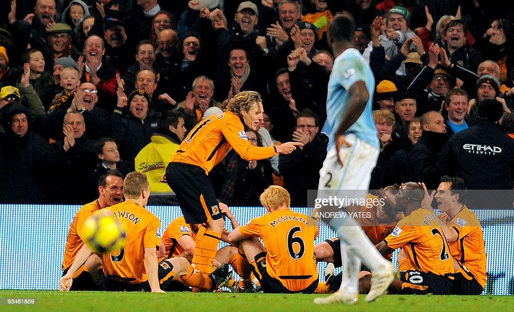 Hull City's English midfielder Jimmy Bul : News Photo