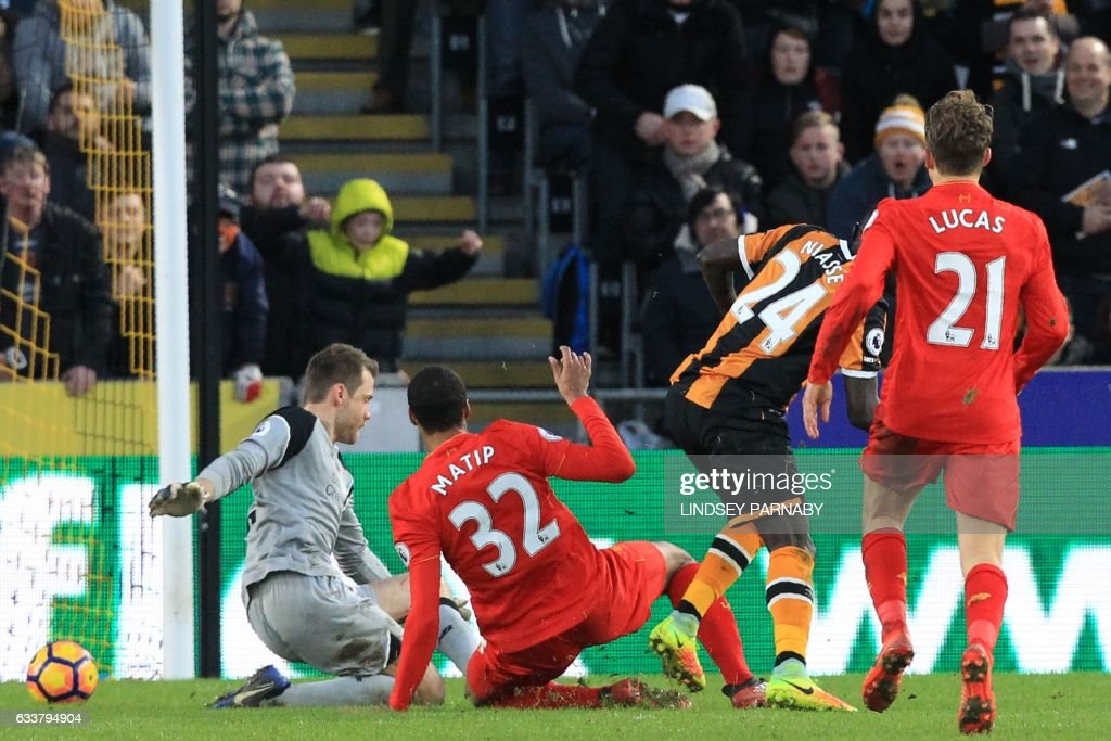 Hull City's Senegalese striker Oumar Niasse (2nd R) scores their second goal past Liverpool's Belgian goalkeeper Simon Mignolet (L) during the English Premier League football match between Hull City and Liverpool at the KCOM Stadium in Kingston upon Hull, north east England on February 4, 2017. Hull won the game 2-0. / AFP / Lindsey PARNABY / RESTRICTED TO EDITORIAL USE. No use with unauthorized audio, video, data, fixture lists, club/league logos or 'live' services. Online in-match use limited to 75 images, no video emulation. No use in betting, games or single club/league/player publications. /