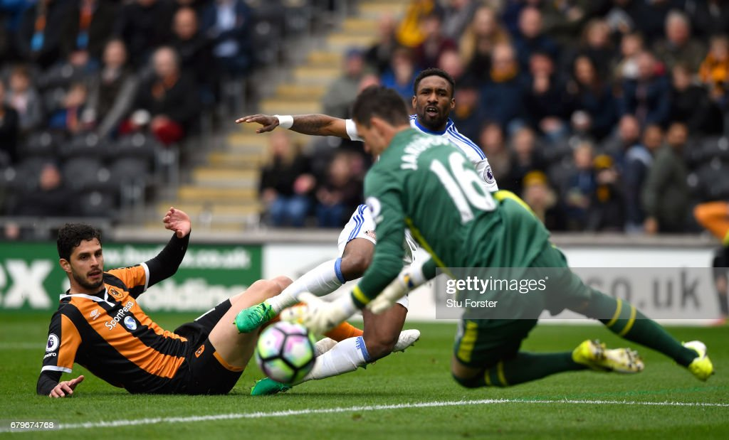 Hull goalkeeper Eldin Jakupovic saves a shot from Jermain Defoe of Sunderland during the Premier League match between Hull City and Sunderland at KCOM Stadium on May 6, 2017 in Hull, England.