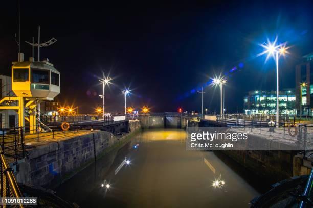hull marina lock gates - kingston upon hull stock-fotos und bilder