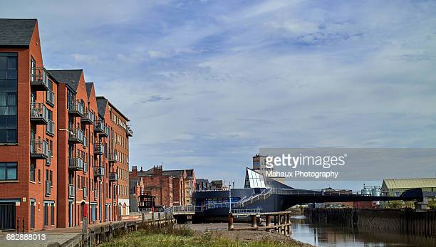 hull, the scale lane swing bridge - kingston upon hull stock pictures, royalty-free photos & images