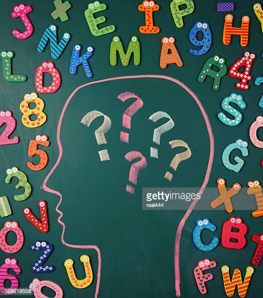 Menschliche Gehirn und bunten alphabet