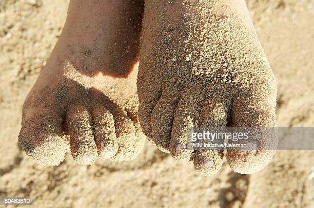 human foot on sand, close-up - 人のつま先 ストックフォトと画像
