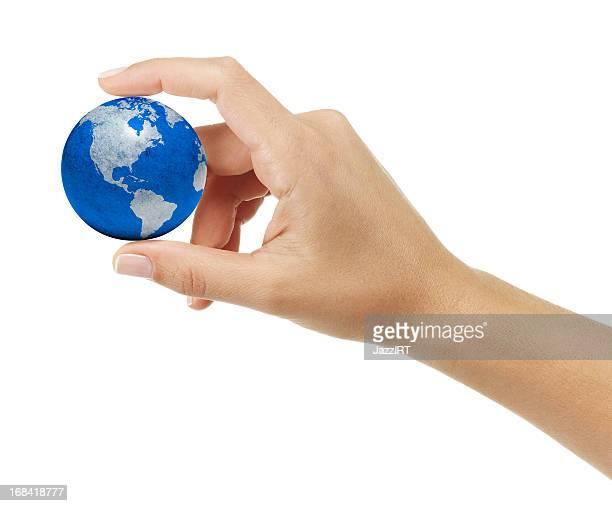mão humana segurando a terra - pegar - fotografias e filmes do acervo