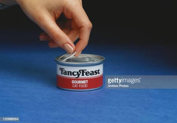 Human hand opening tin can, close-up