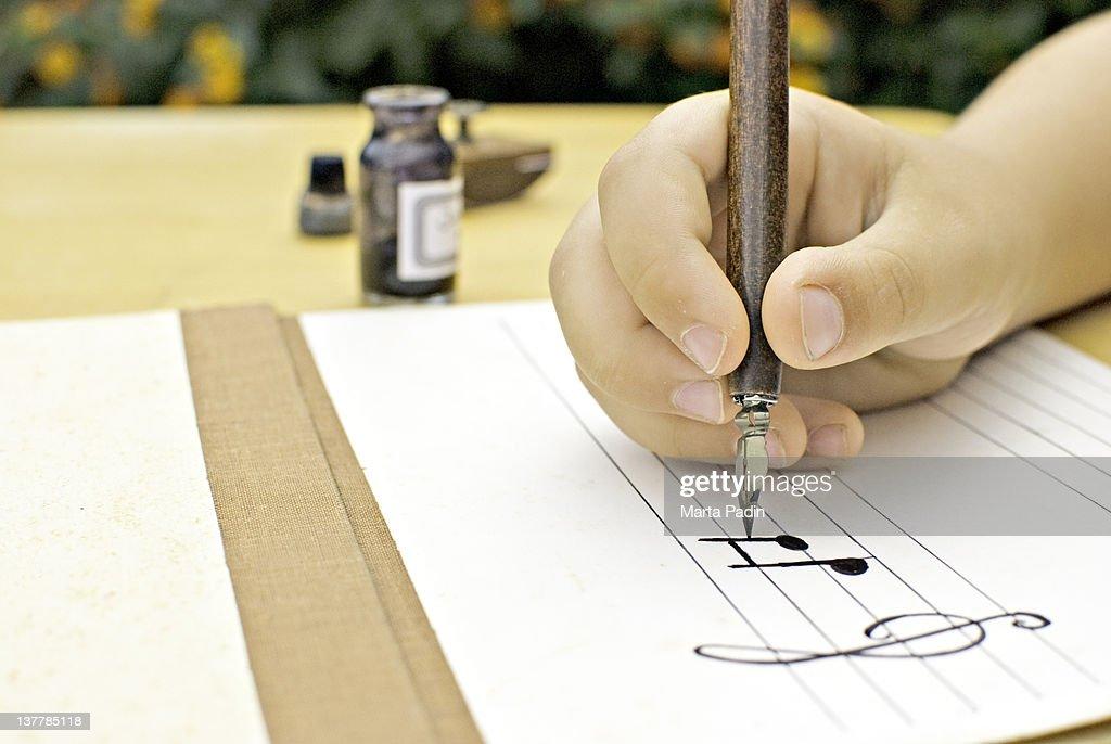 Human hand writing music : Foto de stock