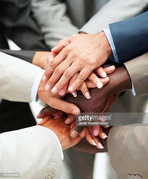 human hands showing la unidad - manos en el aire fotografías e imágenes de stock