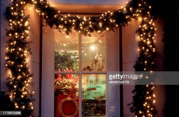 Human Relations Religion Religious Festival Christmas Advent Zusammenleben Religiöses Fest Weihnachten Economy Service Retail Trade Wirtschaft...