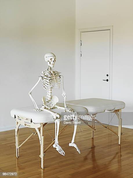 human skeleton waiting at a clinic.   - menschliches skelett stock-fotos und bilder