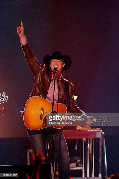 Humanitarian Award Recipient and Country Recording of the Year winner Paul Brandt performs during the 2008 Juno Awards on April 6 2008 at the...