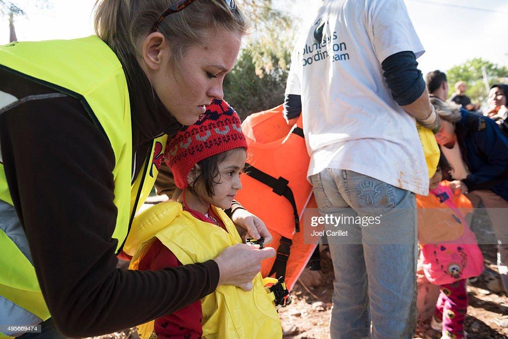 Humanitarian volunteer assisting migrants traveling to Europe : Stock Photo