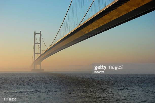 humber bridge at twilight - kingston upon hull stock pictures, royalty-free photos & images