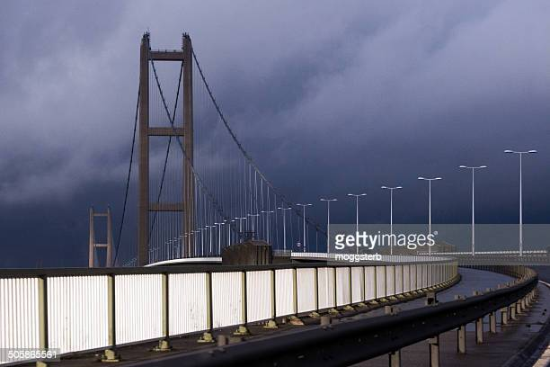 humber bridge under heavy cloud - north lincolnshire stock pictures, royalty-free photos & images
