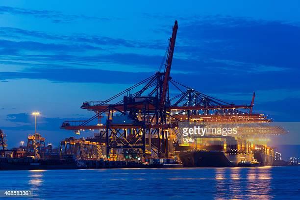 humen bridge at the euromax terminal - container stockfoto's en -beelden