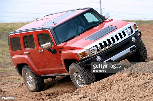 Hummer H3 is driven offroad during the General Motors Collection Event in Nashville Tennessee US Wednesday Sept 5 2007 General Motors Corp hasn't...