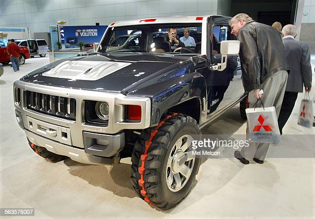 Hummer H3T Concept Truck on dispay during the LA Auto Show at the LA Convention Center This is the 3rd vehicle in the hummer line and it is based on...