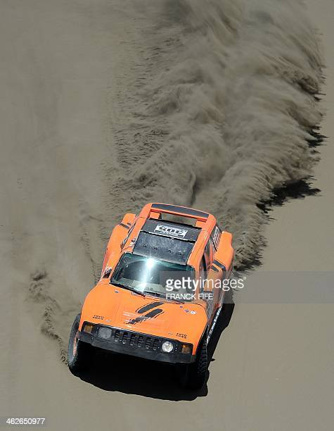 Hummer's driver Robby Gordon of USA competes during the 2014 Rally dakar Stage 9 between Calama and Iquique Chile on January 14 2014 AFP PHOTO /...
